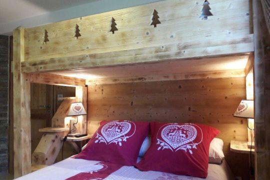 Chambre lit double et lit superposé