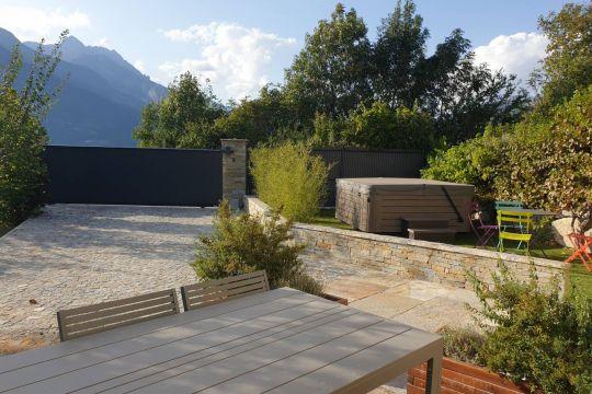 jardin privatif avec terrasse et spa